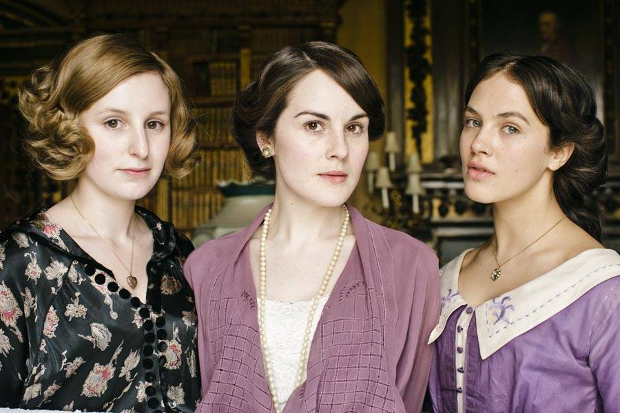 Downton-Abbey-L-R-Edith-Laura-Carmichael-Mary-Michelle-Dockery-Sybil-Jessica-Brown-Findlay-Crawley-DA.0583_resize