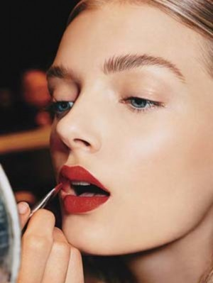 beauty-trends-blogs-daily-beauty-reporter-red-lipstick-girl