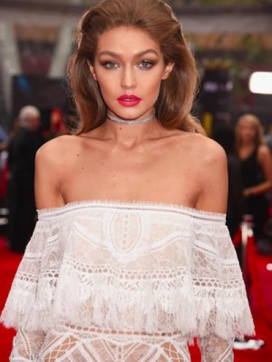 gigi-hadid-makeup-hair-2016-american-music-awards