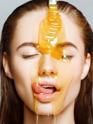 Beautiful-woman-with-honey-on-her-face.-Healthy-perfect-skin.-Honey-treatment-805x555
