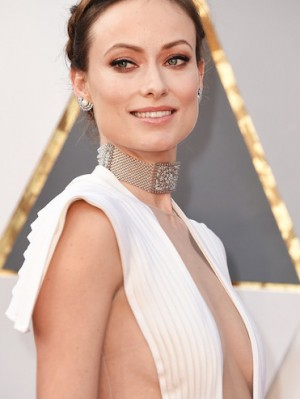 rs_634x1024-160228185429-634.Olivia-Wilde-Oscars-2016-Accessories