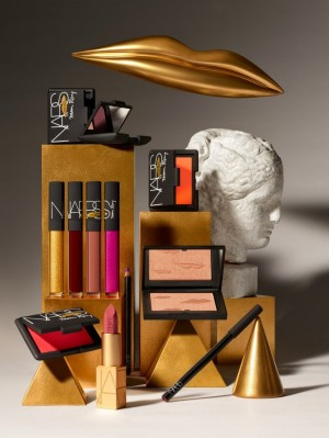 nars-man-ray-2017-holiday-collection-2ad54c87-8dd8-49c0-b2c0-f0eeecf5581f