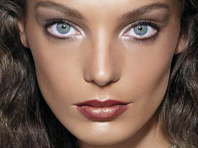 Image result for white eyeliner pictures